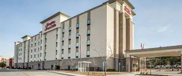 Hampton Inn and Suites Dallas Downtown Limo Service from Dallas TX